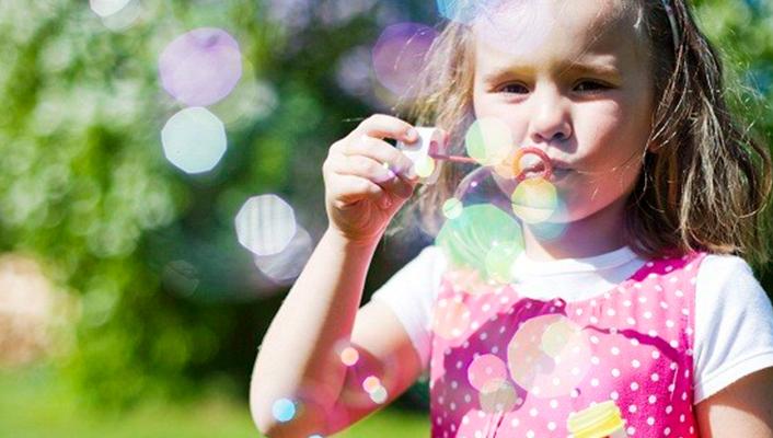 gastouderopvang de vlinder oisterwijk - buiten spelen bellenblaas